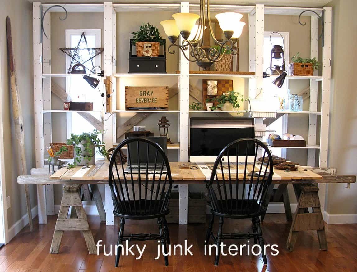 DIY Pallet And Sawhorse Desk: Tutorial