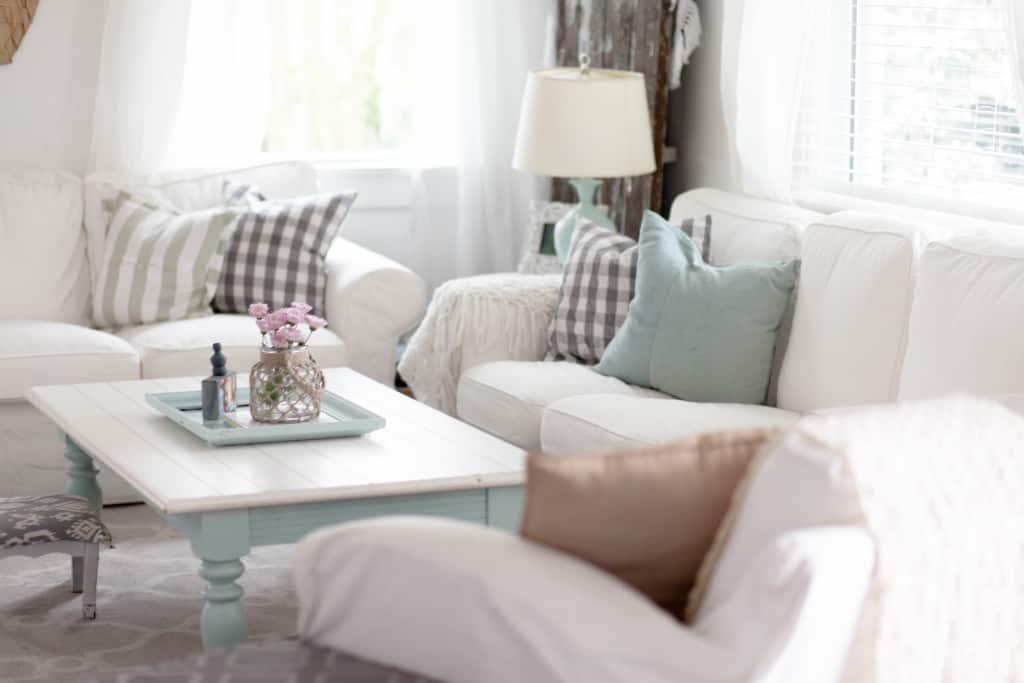 Coastal Comfortable Living Room (4 of 5)