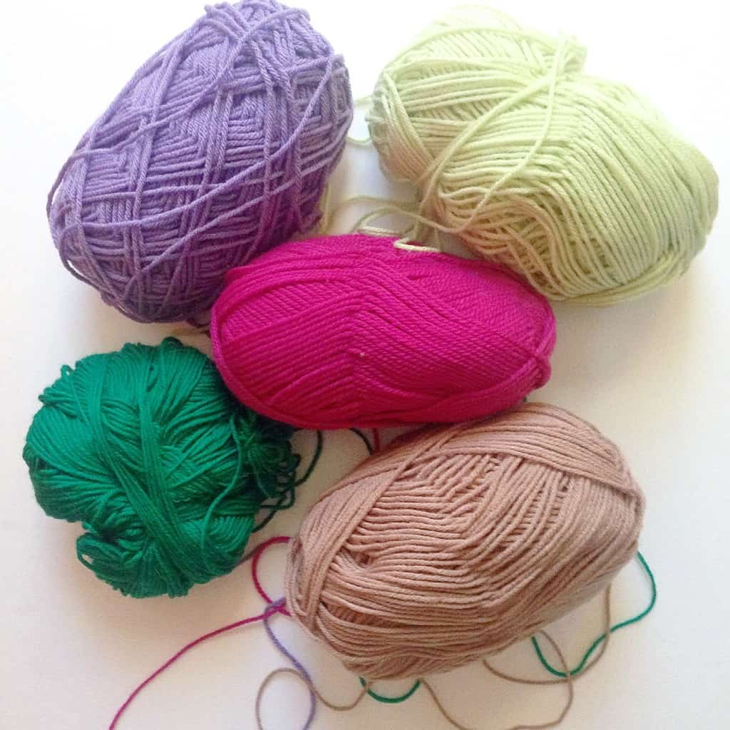 Inspire Me DIY: Yarn Wall Hanging