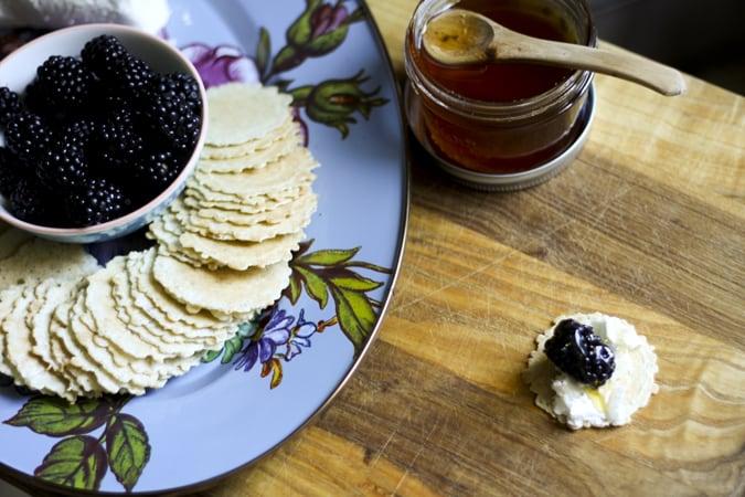 easy summertime appetizers goat cheese honey blackberry crisps