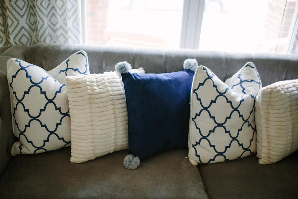 Blogger-Stylin-Home-Tour-2016-Fall-Edition-blue