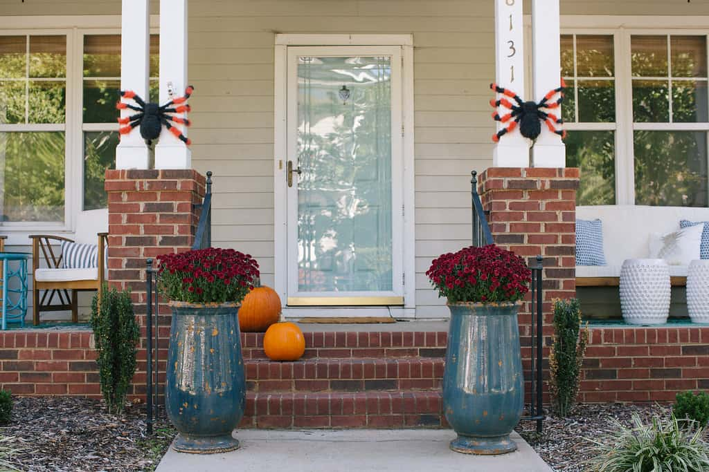 Blogger Stylin' Home Tours 2016: Halloween Decorating On The Cheap