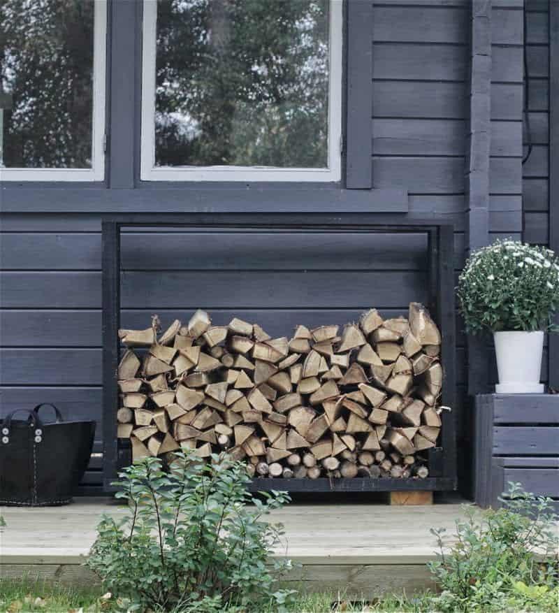 DIY Outdoor Firewood Storage Rack Ideas camouflage