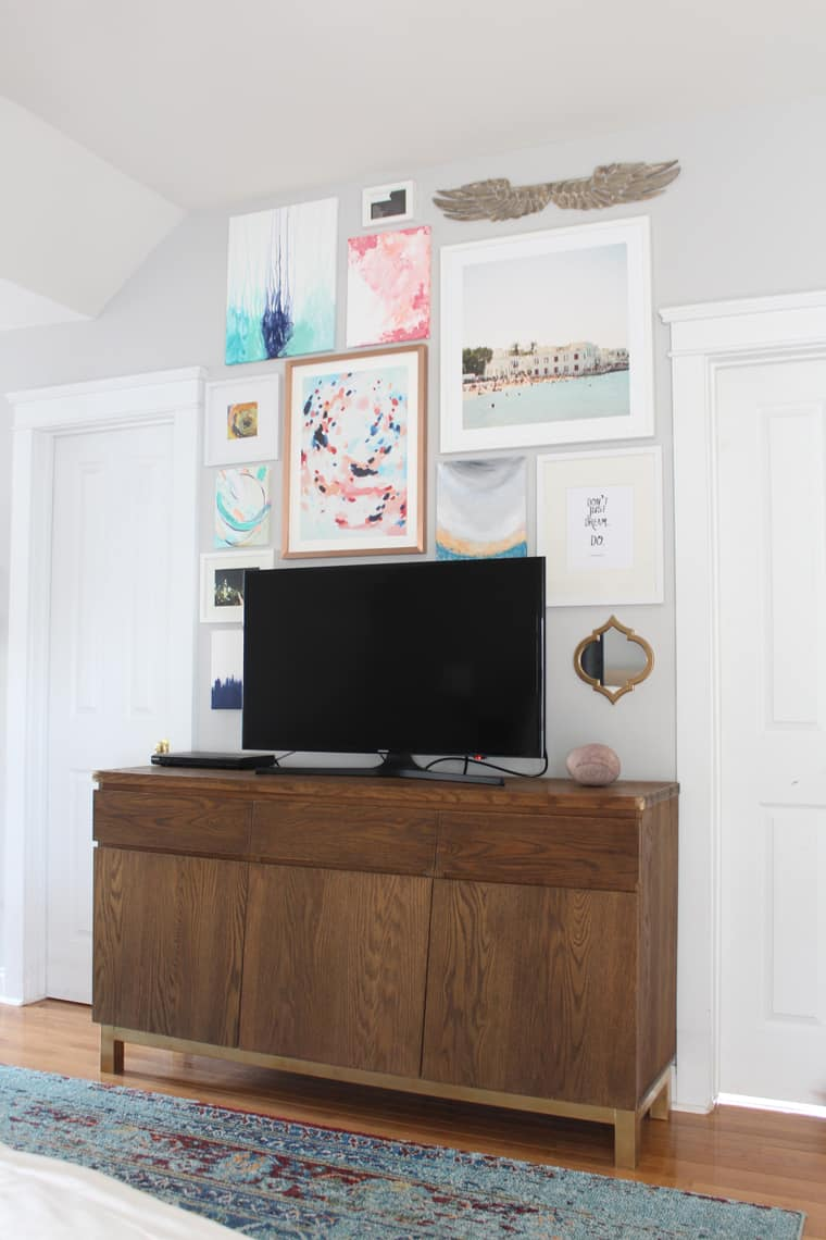 Spring 2018: A Wannabe Minimalist Home Tour gallery wall