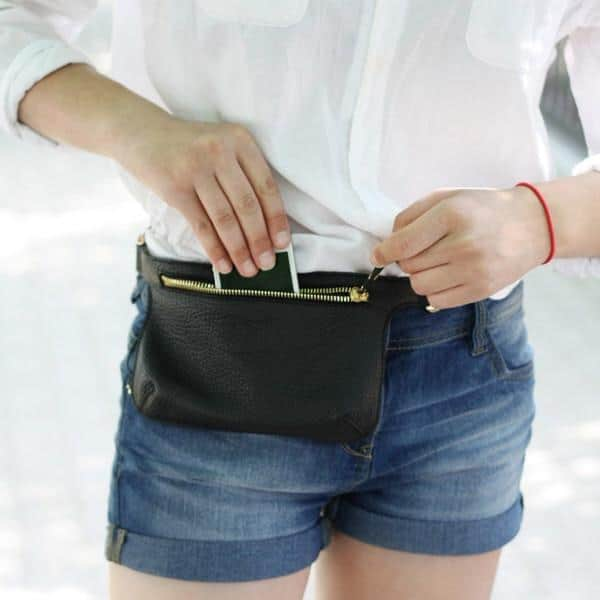 5 Reasons 1990's Fashion Styles Are Back! fanny pack