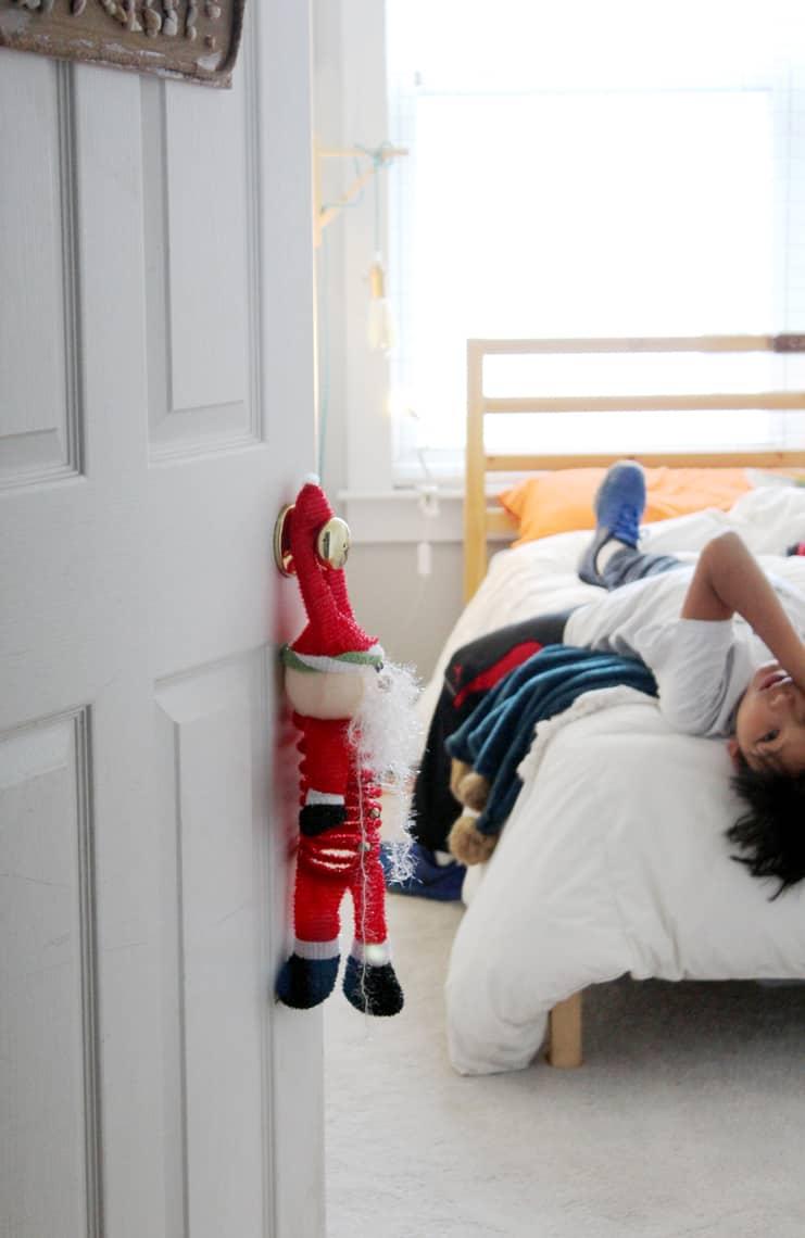 2018 Christmas Home Tour: A Kid-Friendly Christmas door hanger