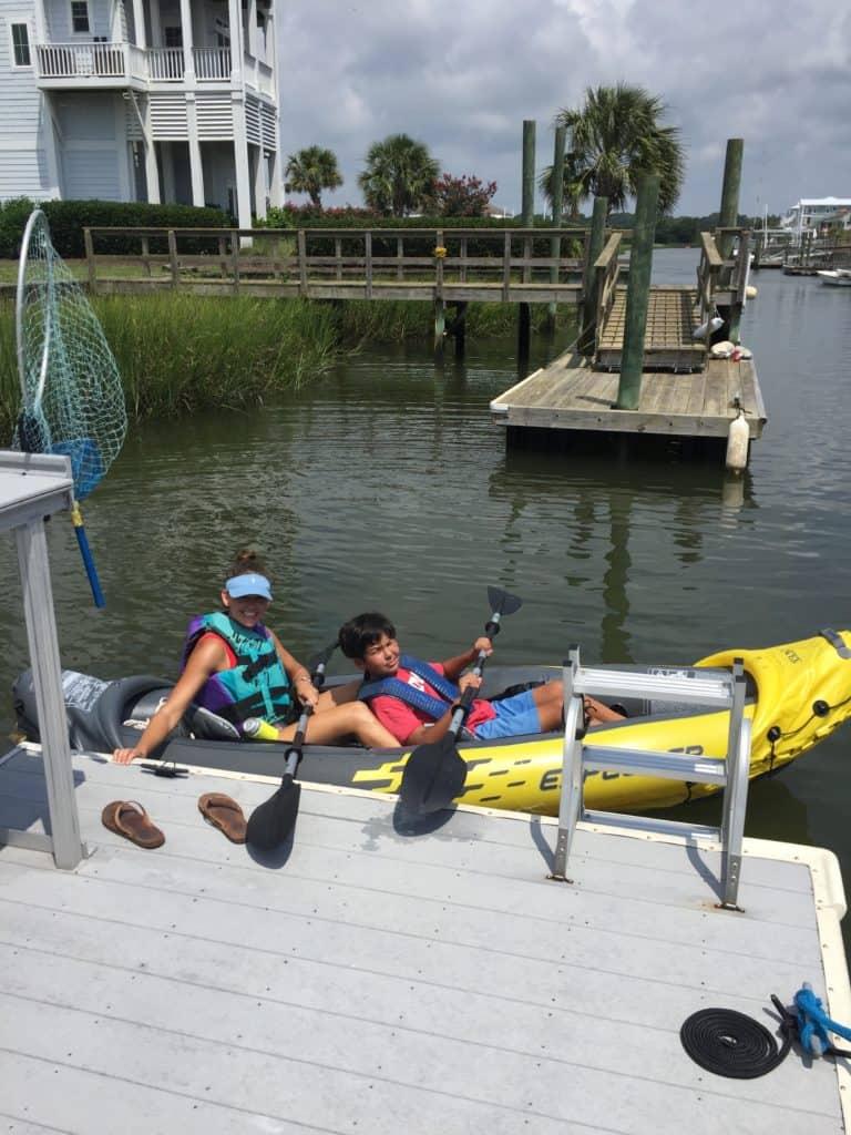 I'M BAAAAACK!!!! And we've been busy! kayaking