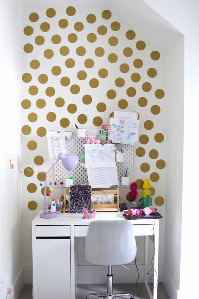 Home of the Month: A Laid Back Lake House maddi's desk
